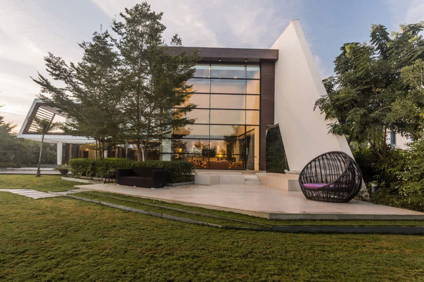Fantastic Bungalow Designed by KNS Architects in India