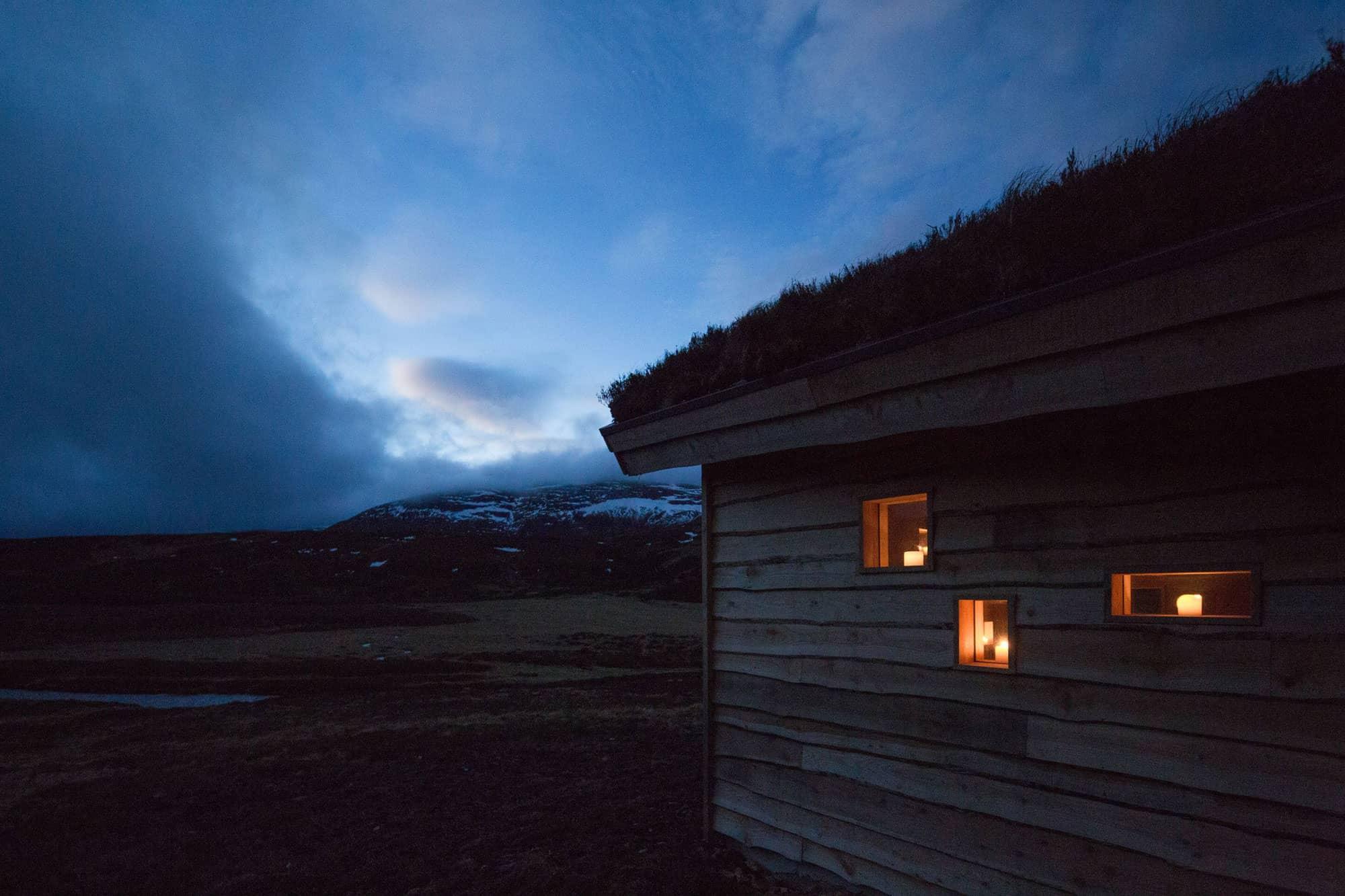 Modernist-Highland-Hut-17
