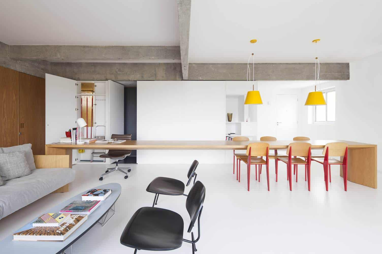 Ar arquitetos designed this comfortable apartment in s o for Apartments in sao paulo brazil