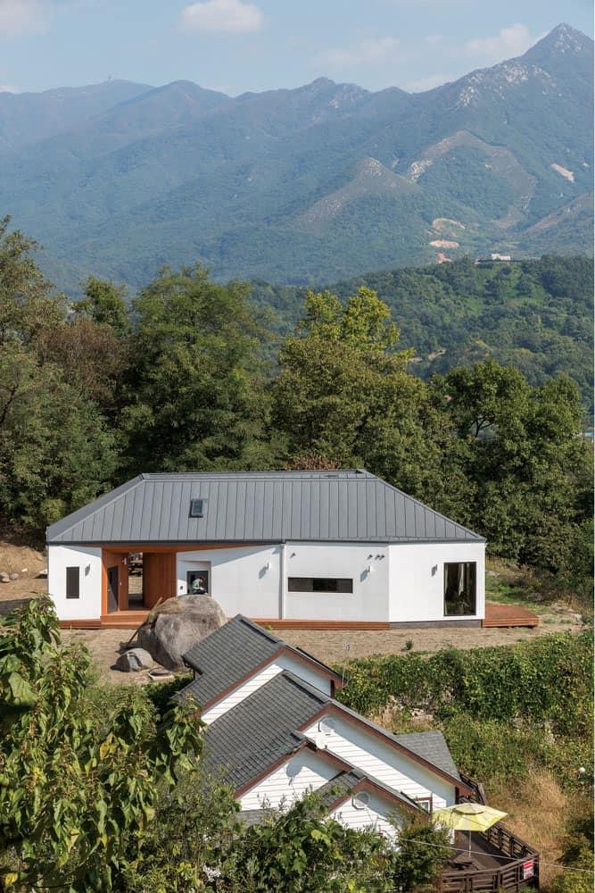Rural house in the Spectacular Mountains of Gyeonggi-do, South Korea