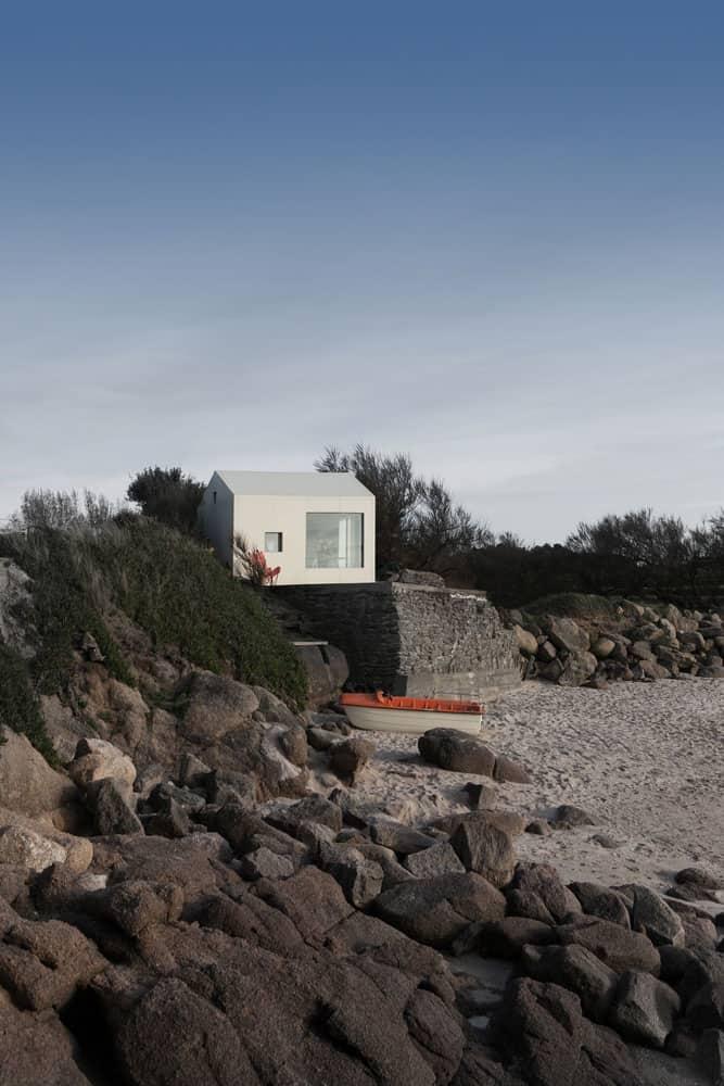 Viking-Seaside-Summer-House-01