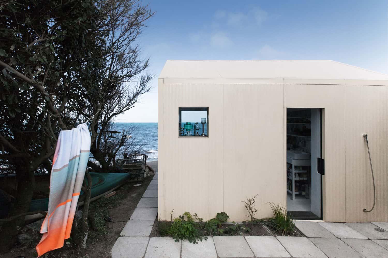 Viking-Seaside-Summer-House-03
