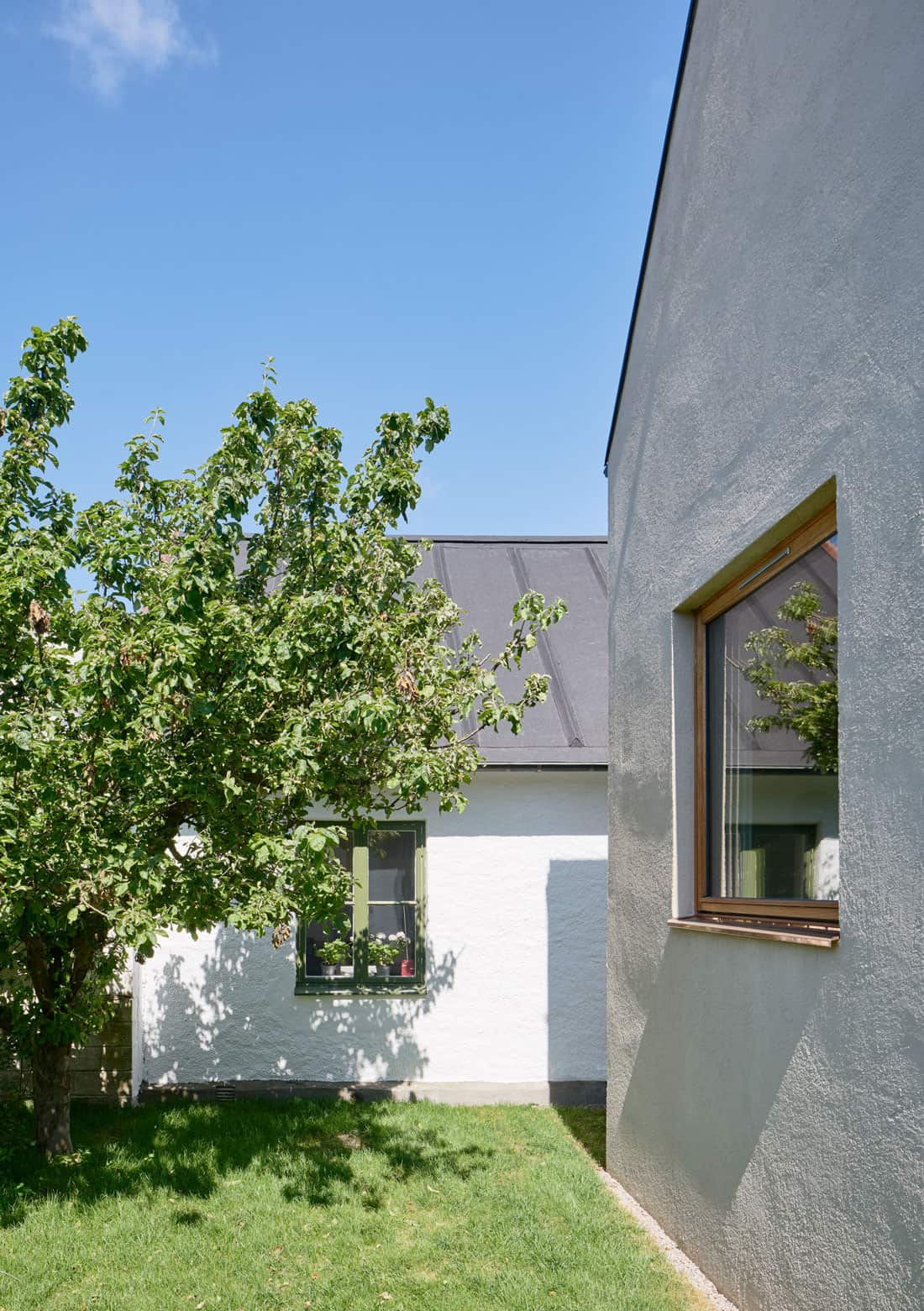 Contemporary-Swedish-courtyard-house-03