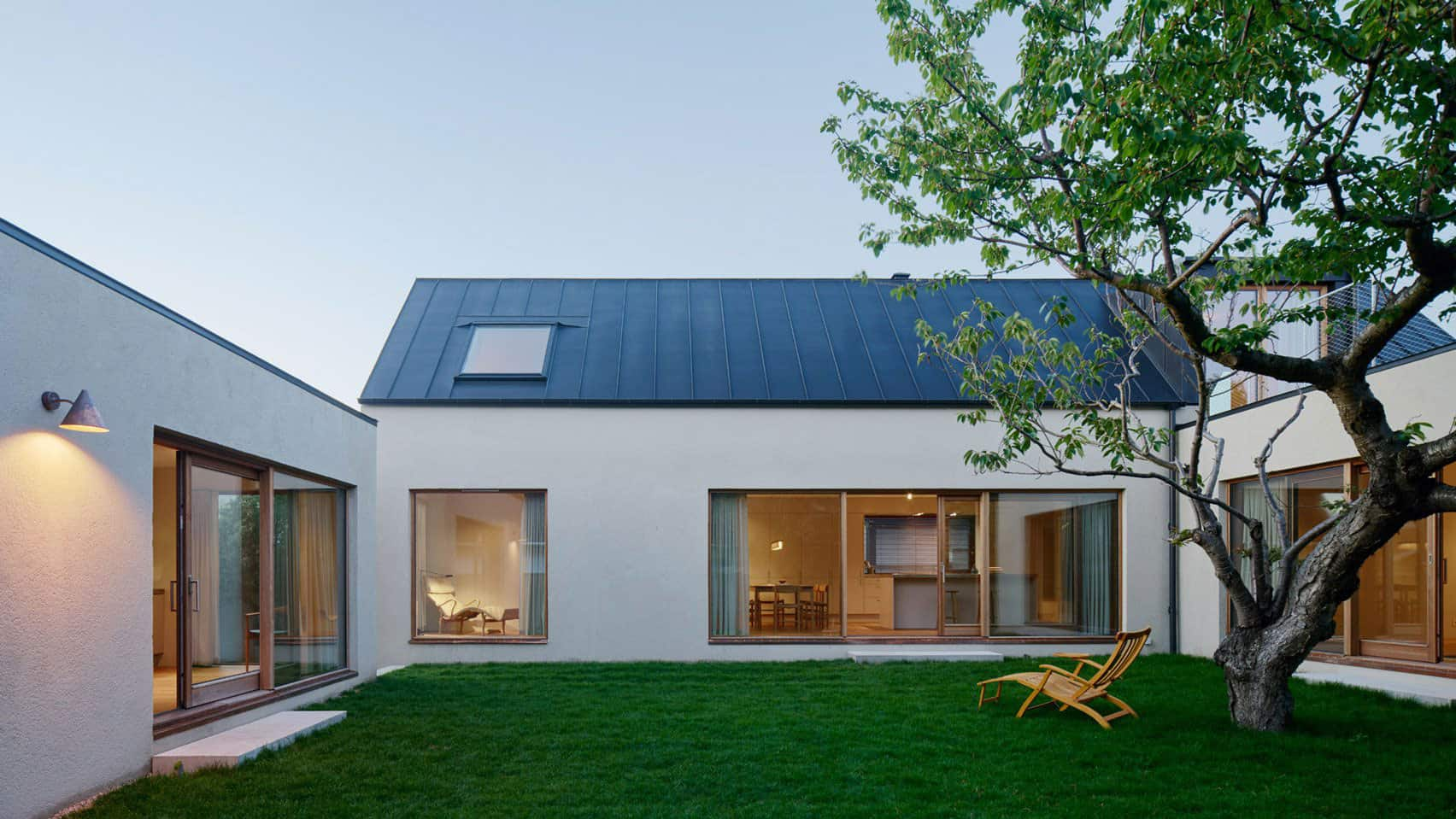 Swedish coastal village designed by maka arkitektur for Minimalist house with courtyard