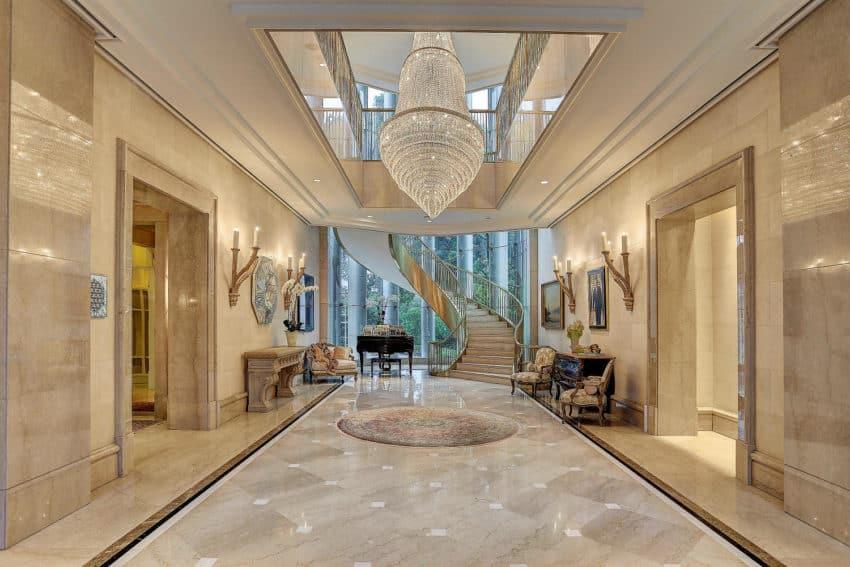 ... Impressive And Luxurious Interior ...