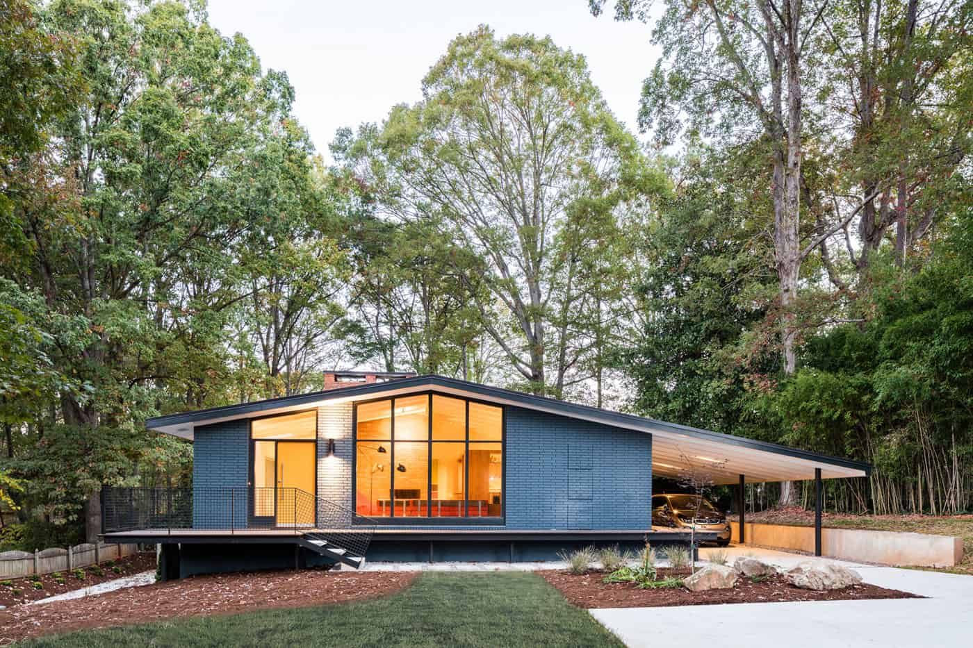 Remodeling of a House in North Carolina, USA Carried Out by In Situ Studio
