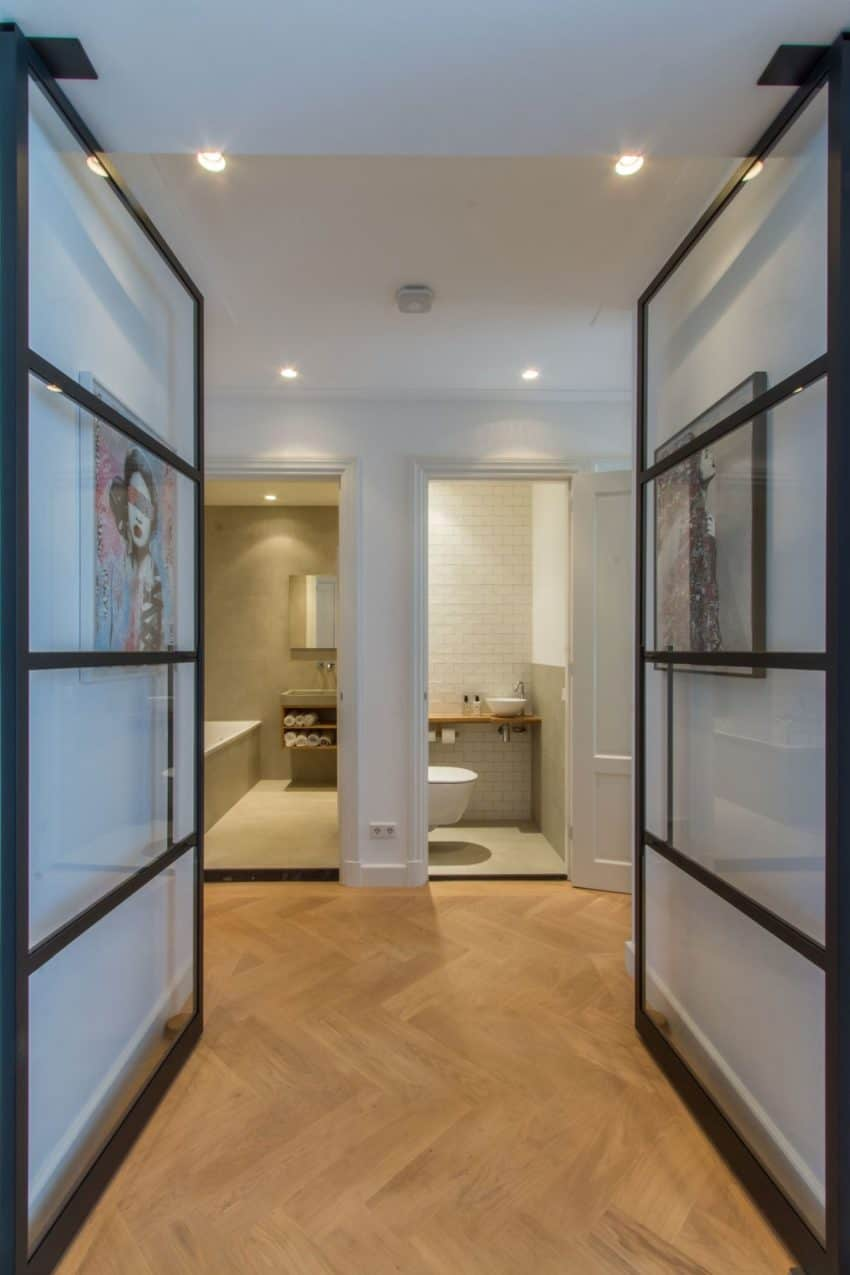 Cozy and Charming Space - Glass doors to bathroom area