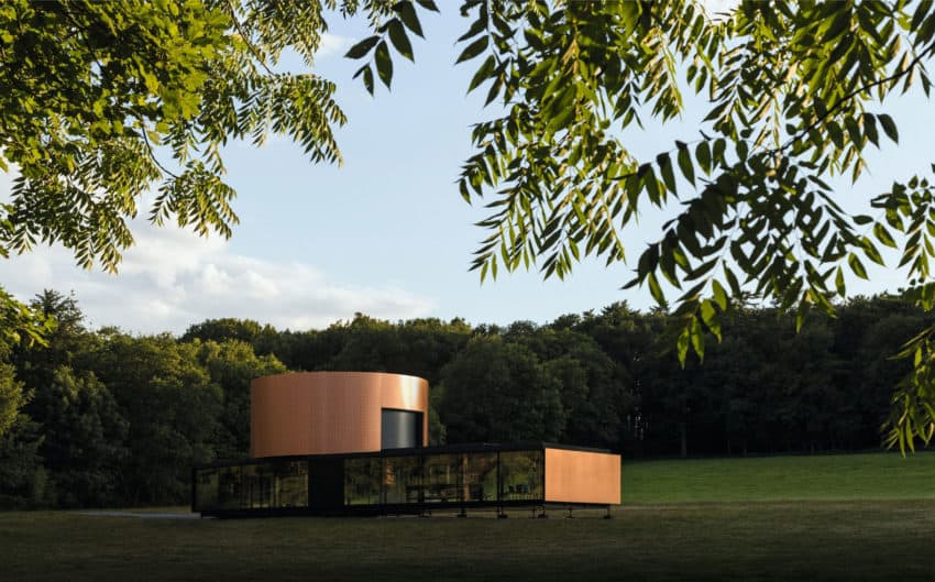 Marchi Architects turns an Electric Car into an Extension of this Contemporary Smart Home in Frankfurt, Germany