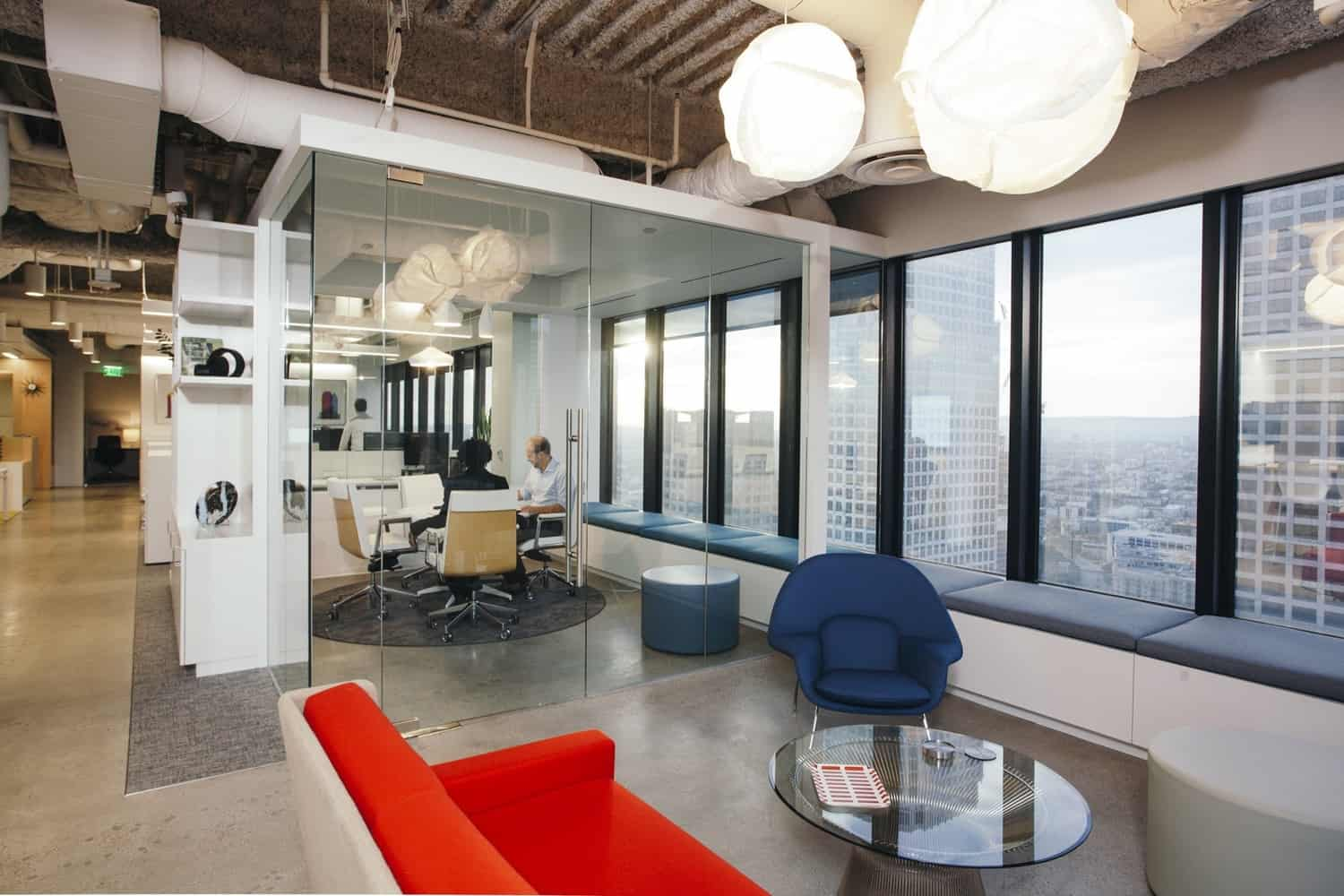 Spacious and Modern Offices with a Marked Industrial Style