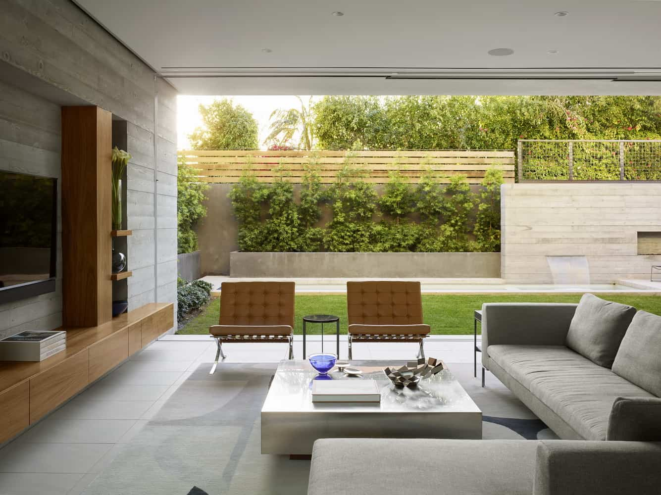 Modest and Bright House in the Center of the Famous City of Beverly Hills