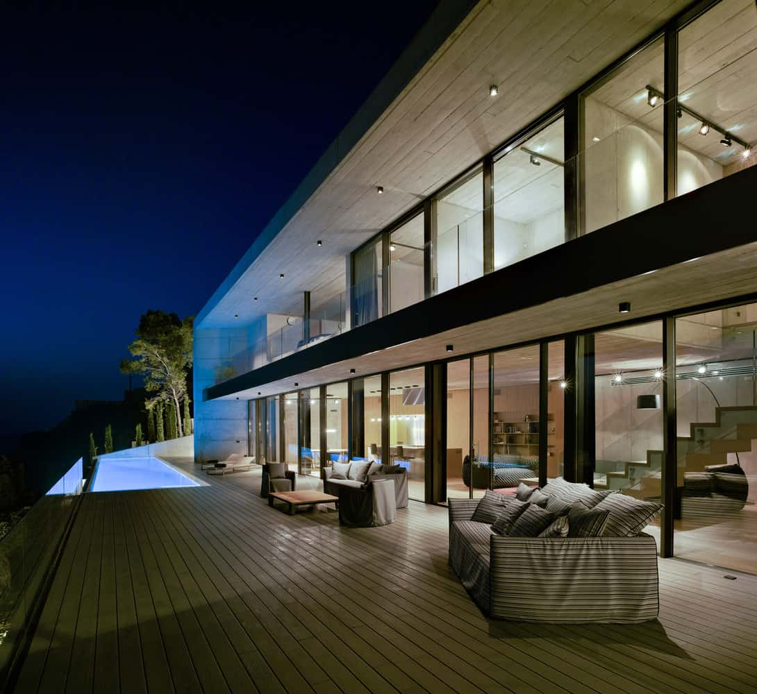 Concrete House with Spectacular Views Over the Sea