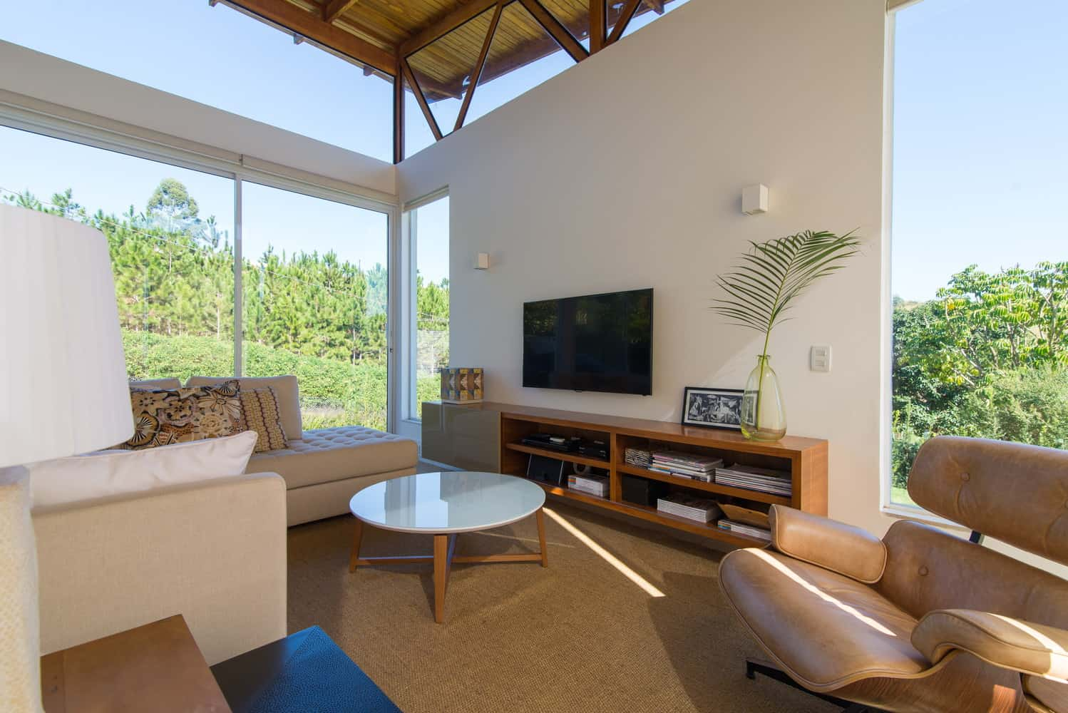 House with Wonderful Natural Surroundings Perfectly Integrated to the Interior