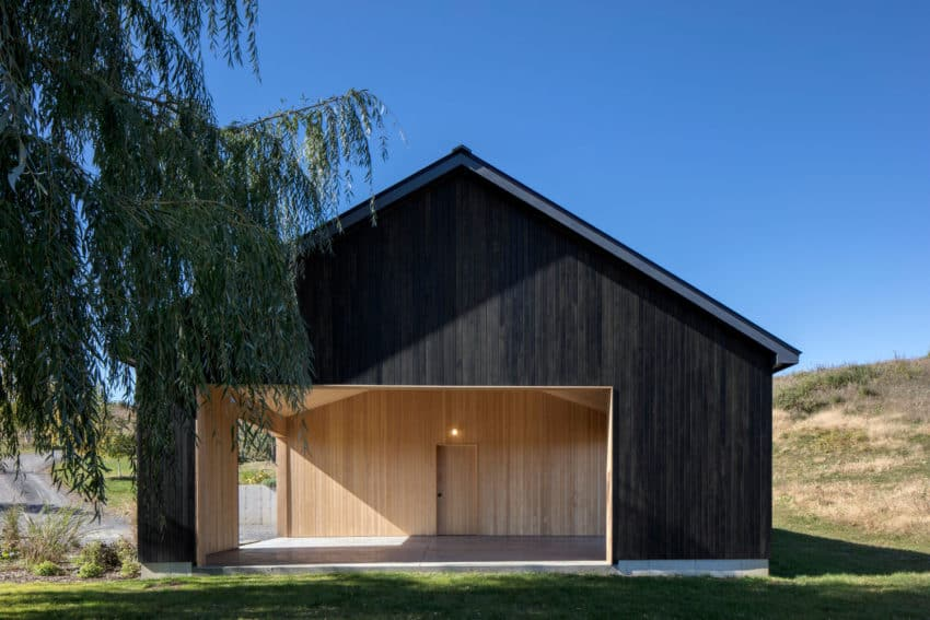 Project of a Barn With a Markedly Contemporary Style