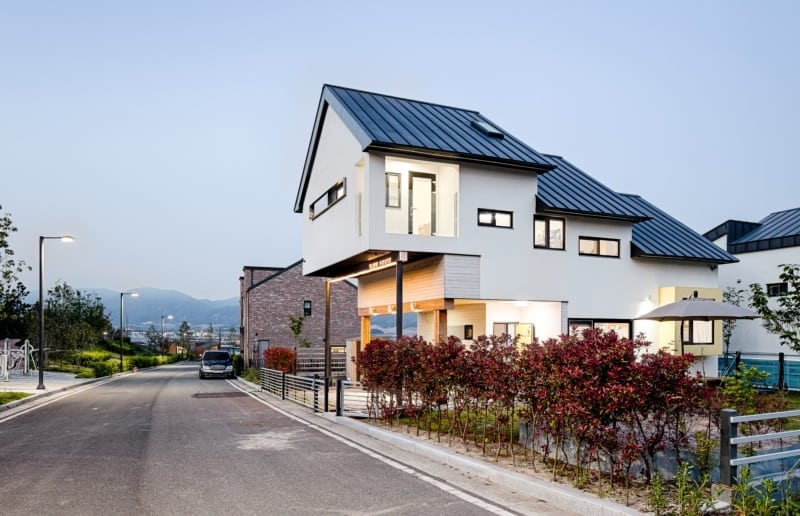 House Designed to Maintain the Privacy of its Inhabitants