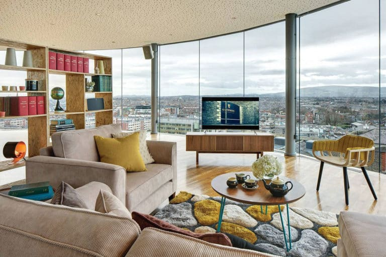 Elegant Living Rooms With Views Of The City