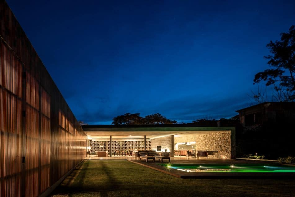 House in Brazil with Spaces Open to Nature