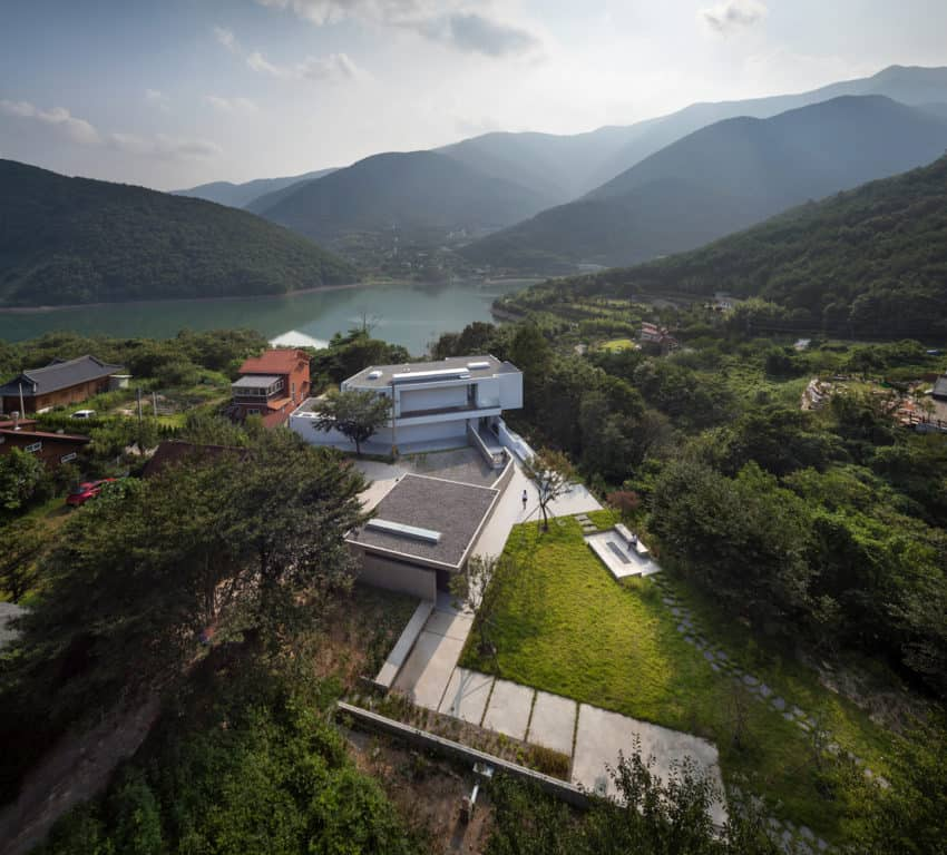 Spectacular Project Designed to Maintain the Contact of Man with Nature