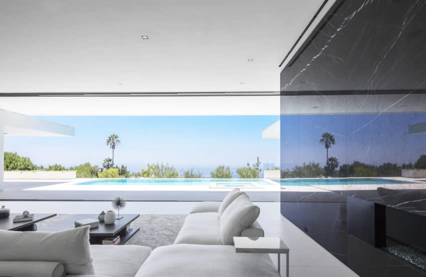 Private Resident with Marvelous Views of the City of Angels