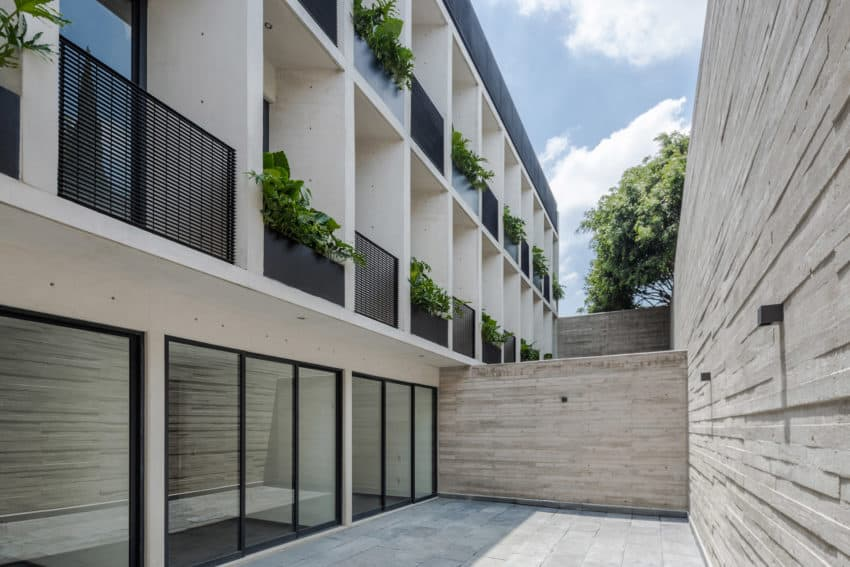 Beautifully linear MX581 residential building built by HGR Arquitectos to surround circular Japanese-style garden