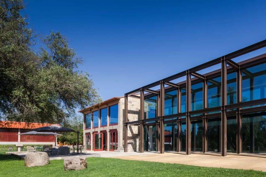 "Torre de Gomariz, a ""wine spa hotel"" conceptualized by Paulo Braga + Cristina Amaral, offers simple luxury in Portuguese vineyard"