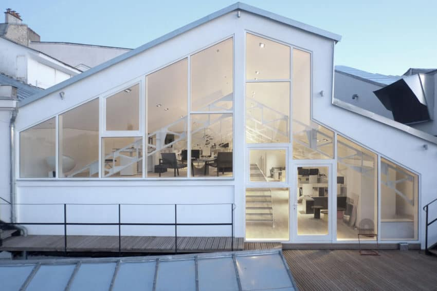 Office Rooftop is a stunning open concept workspace created by Studio Combo on top of a theatre