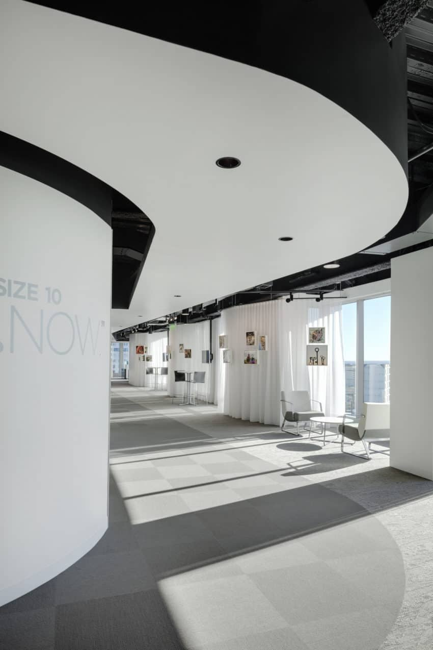 Flexible and brand new Intarcia Offices created by ACTWO to take advantage of light and highlight art in the workplace
