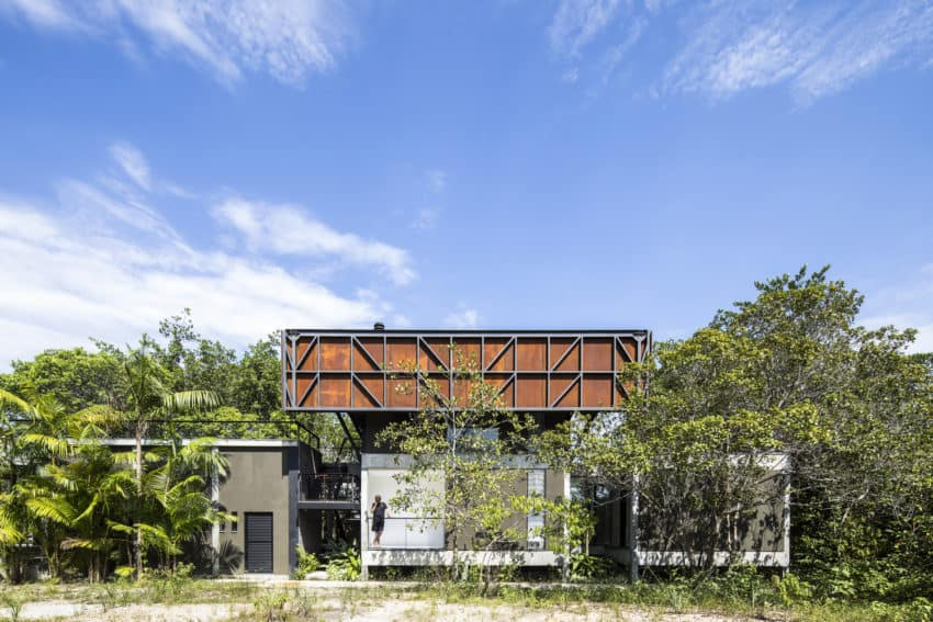 Brazilian Campinarana House created by Laurent Troost Architectures with the need for climate protection in mind