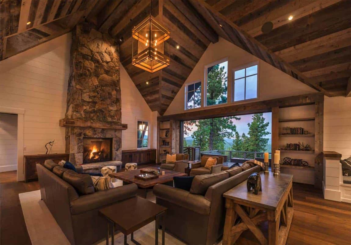 Cozy Farmhouse Living Room And Fireplace