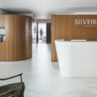 Silveiro Lawyers Office by Estúdio BG + LVPN Arquitetura reception desk
