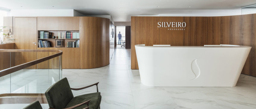 Estúdio BG + LVPN Arquitetura create fluid, contemporary new office space for Silveriro Lawyers in Brazil