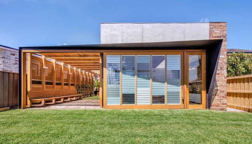 Sliding Doors house completed by CplusC Architectural Workshop with seamless indoor-outdoor experiences in mind