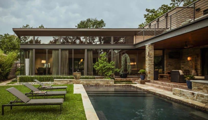 Stocker Hoesterey Montenegro Architects creates modern art inspired Striking Contemporary Home in Texas