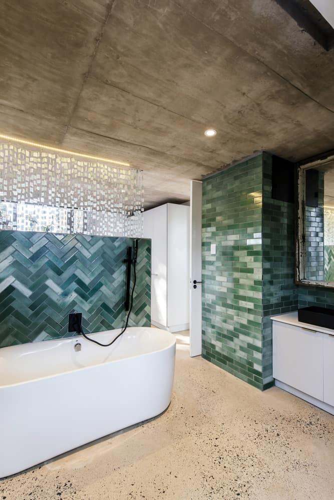 Midlands Pavilion bathroom