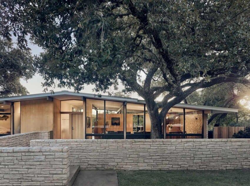 RaveOn house with oak tree